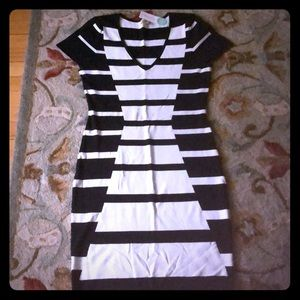 🆕 Black and white stretchy dress